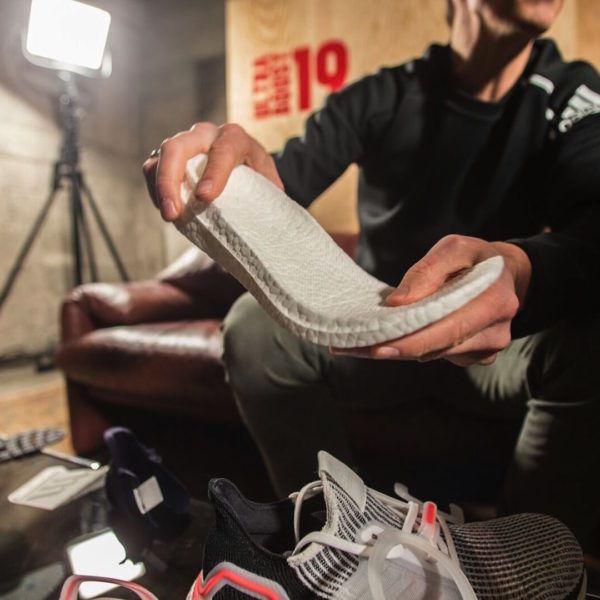more photos 5915b a10be Le novità sulla carta sono tante e indossando e provando la scarpa si  sentono eccome. L UltraBoost 19 anche se esteticamente è rimasta pressoché  invariata, ...
